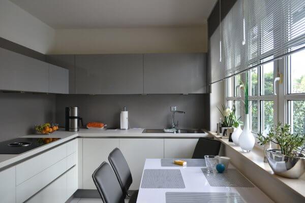 Zweifarbige Küche in Hochglanz
