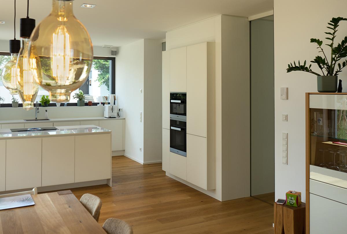 Kundenküche Saarbrücken: Grifflos mit Kücheninsel