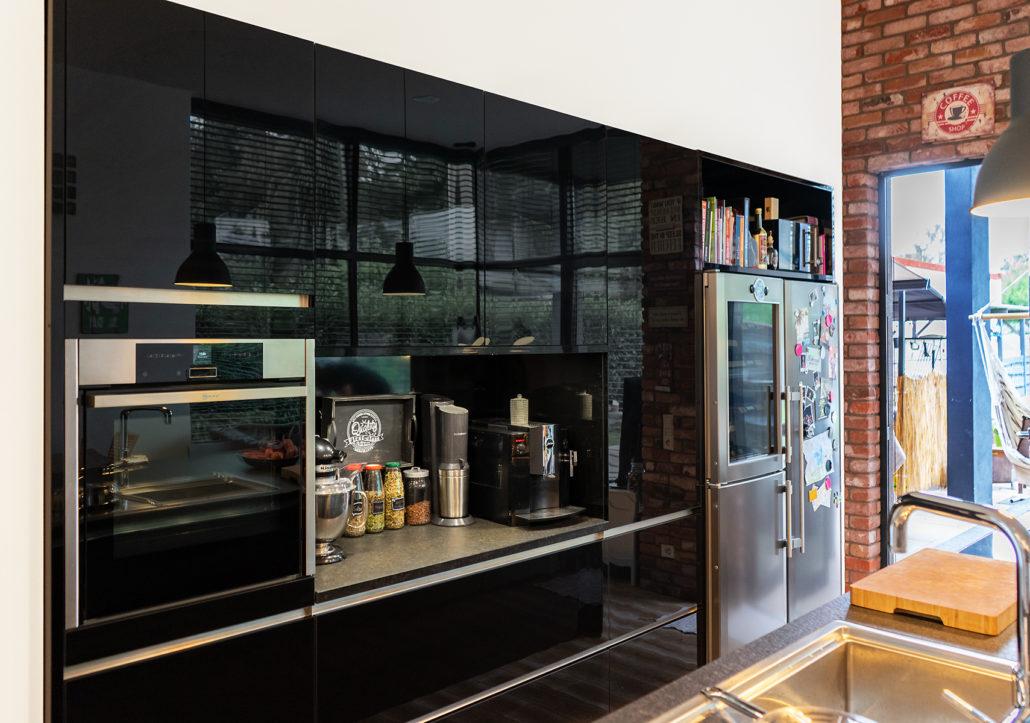 Kundenküche Saarlouis-Beaumarais: Schwarze Hochglanzküche ...