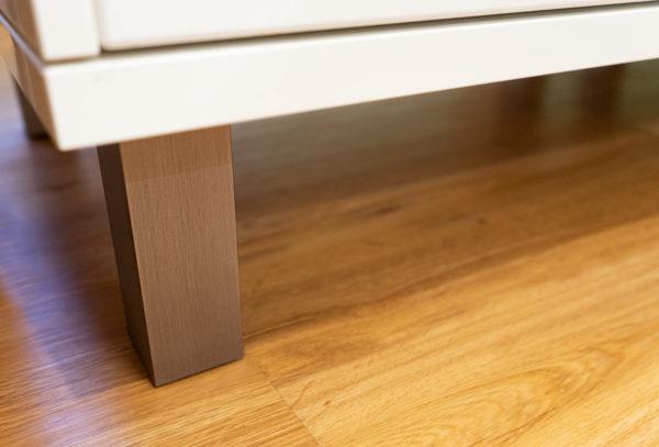 Füße aus Edelstahl in einer Küche in Idar-Oberstein