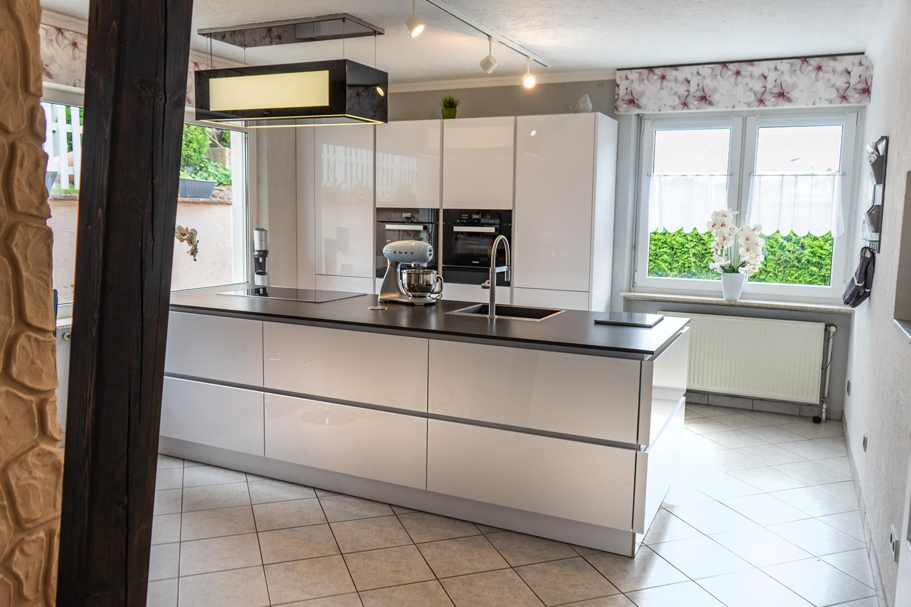 SAAR Küchen Ausstellungsküche Inselküche Miele Differten