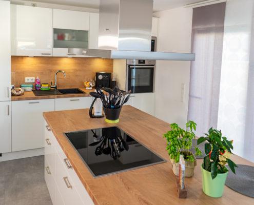 Weiße Küche Saarwellingen: Insel-Sitzplatz
