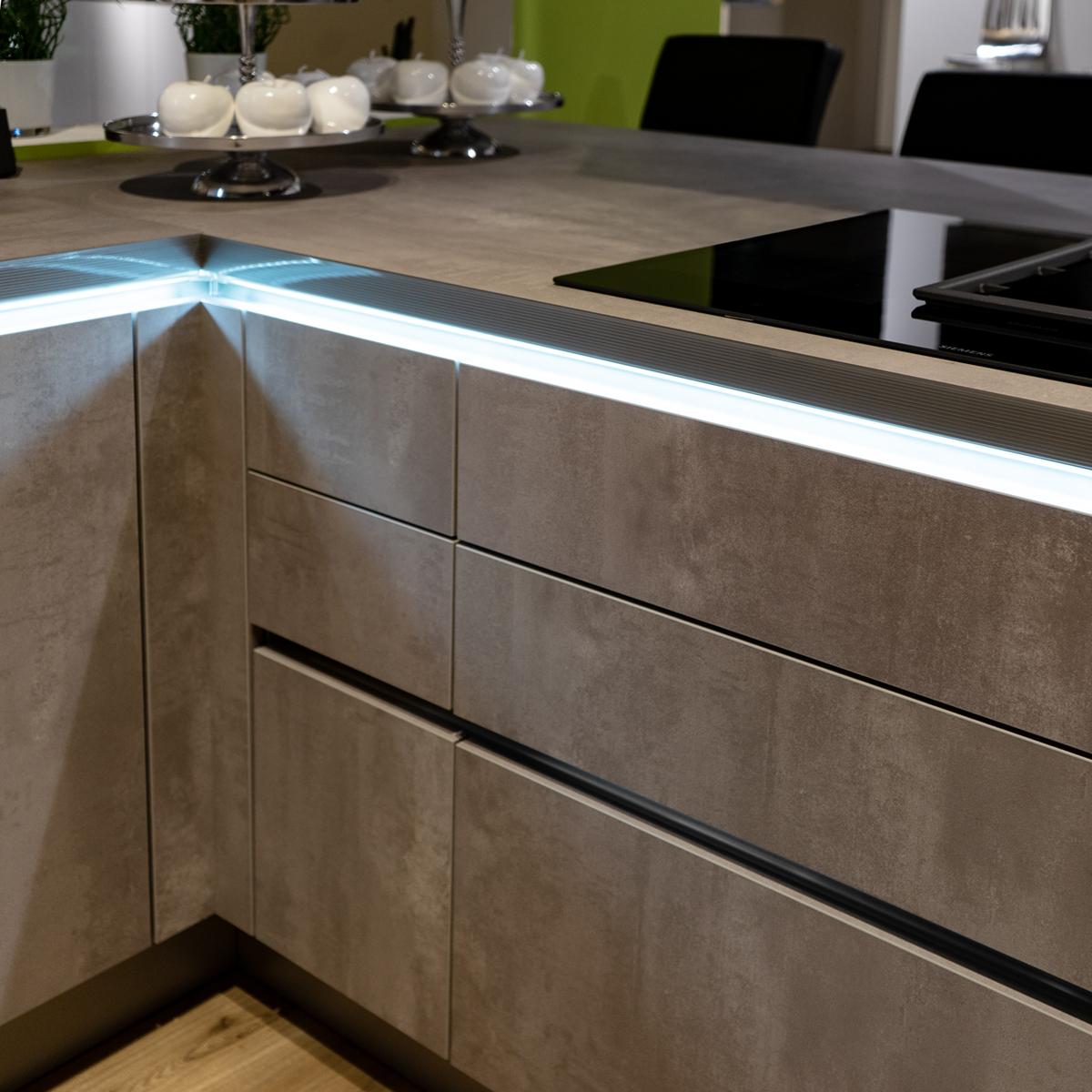 Licht-Konzepte-Kueche-Reling-LED_SAAR-Kuechen