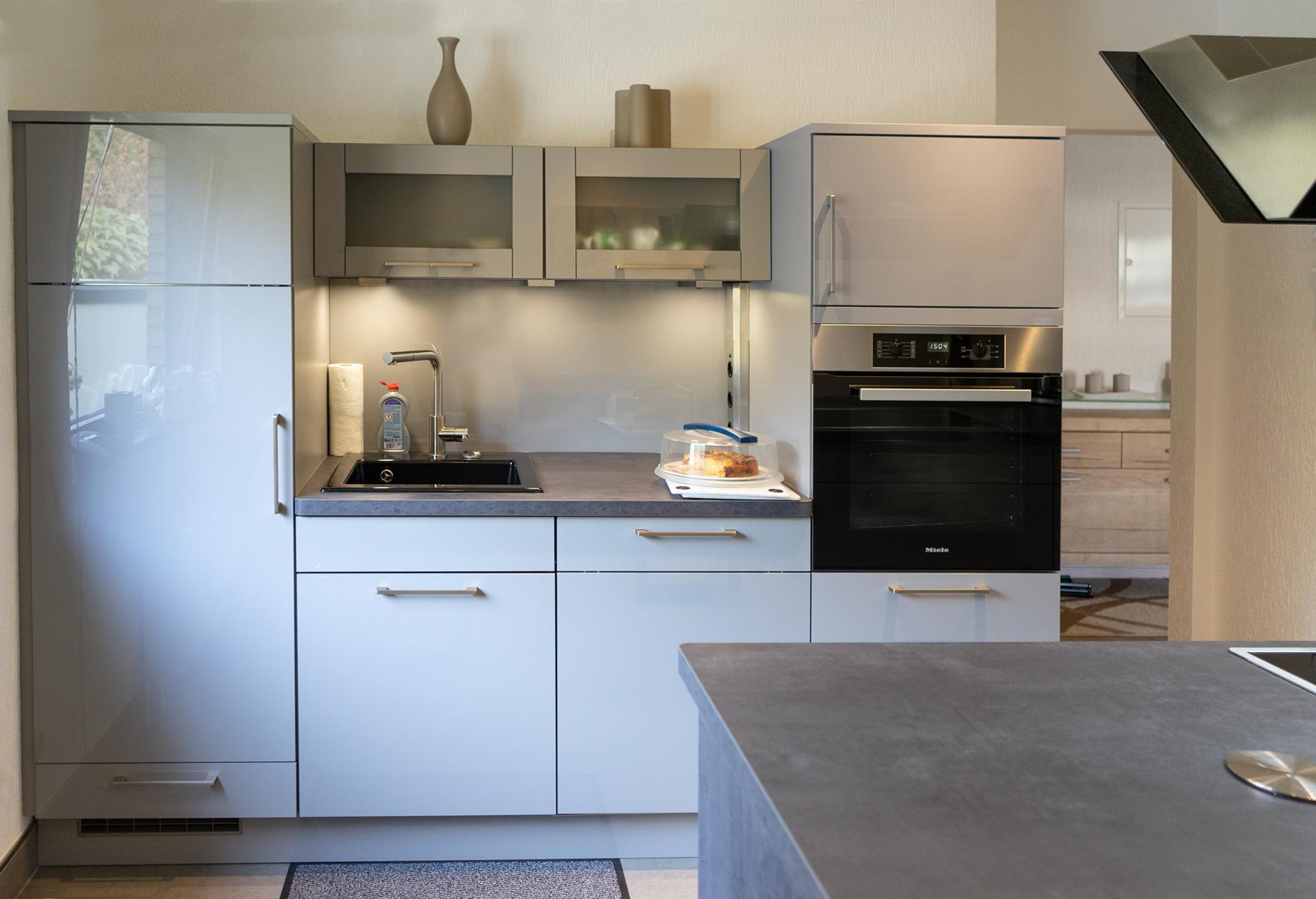 SAAR Küchen - Graue, pflegeleichte Inselküche Saarlouis