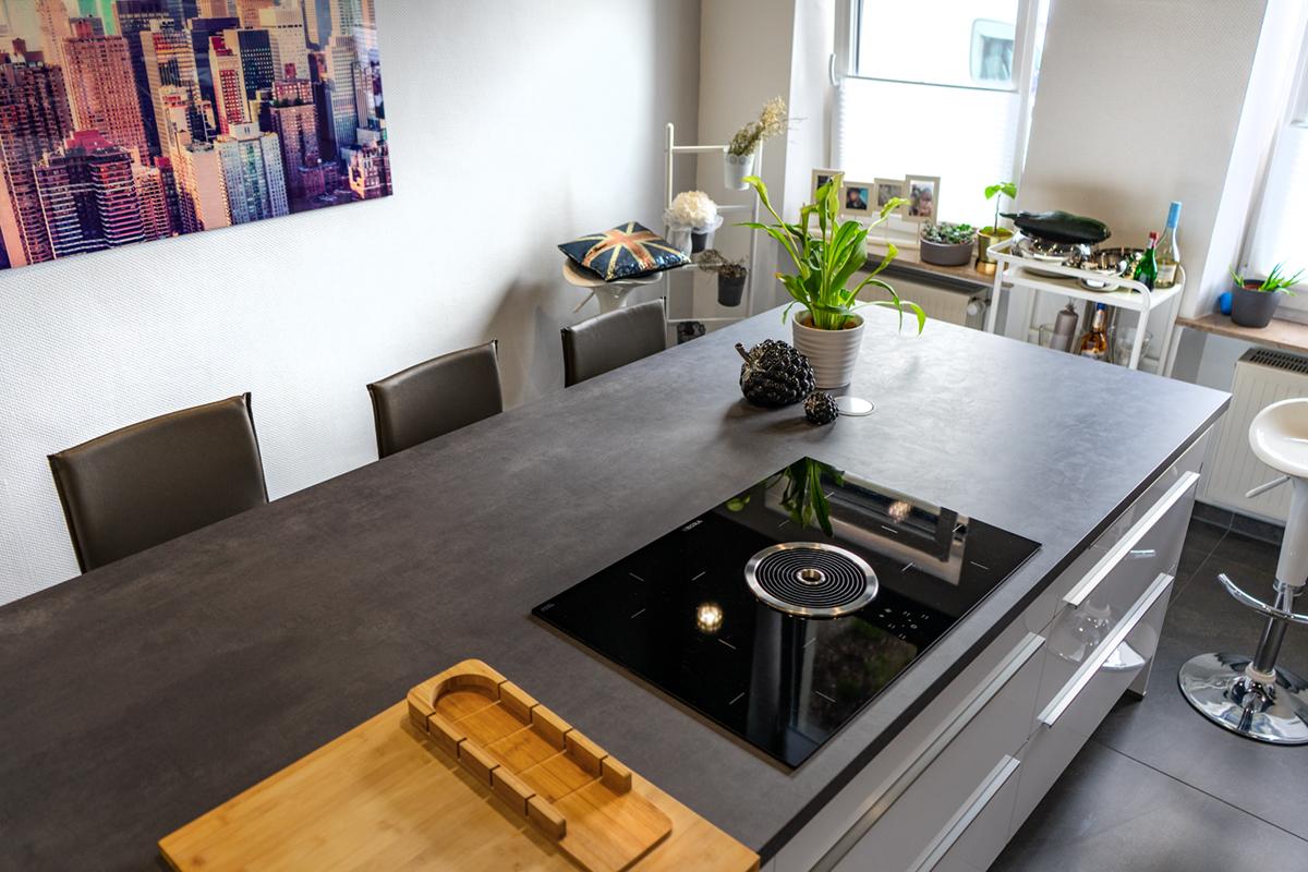SAAR Küchen Kunde Ensdorf Inselküche mit BORA System
