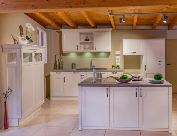 Ausstellungsküche Landhaus Bristol magnolie